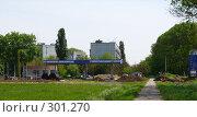 Купить «Строительство автозаправочной станции в жилой зоне», эксклюзивное фото № 301270, снято 12 мая 2008 г. (c) Олег Хархан / Фотобанк Лори