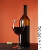 Купить «Красное вино», фото № 303062, снято 17 января 2007 г. (c) Роман Сигаев / Фотобанк Лори