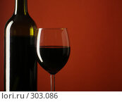 Купить «Красное вино», фото № 303086, снято 13 января 2007 г. (c) Роман Сигаев / Фотобанк Лори