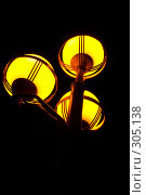 Купить «Под фонарем», фото № 305138, снято 28 апреля 2008 г. (c) Куракевич Иван / Фотобанк Лори