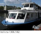 Купить «Теплоход отходит от пристани», эксклюзивное фото № 306142, снято 27 апреля 2008 г. (c) lana1501 / Фотобанк Лори