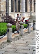Купить «Караул у дворца Великого Герцога Люксембургского», фото № 306618, снято 13 ноября 2019 г. (c) Николай Винокуров / Фотобанк Лори