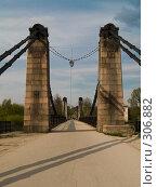 Купить «Цепные мосты, город Остров, Псковская область», фото № 306882, снято 2 мая 2008 г. (c) Liseykina / Фотобанк Лори