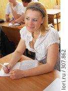 Купить «Девушка блондинка на экзамене.Абитуриентка.», фото № 307862, снято 26 апреля 2008 г. (c) Федор Королевский / Фотобанк Лори