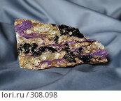 Купить «Камень в складках ткани», фото № 308098, снято 3 июня 2008 г. (c) Андрей Голубев / Фотобанк Лори