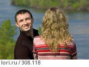 Купить «Парень улыбается, девушка отвернулась», фото № 308118, снято 1 мая 2008 г. (c) Арестов Андрей Павлович / Фотобанк Лори