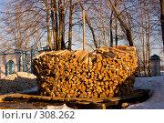 Купить «Русская круглая поленница», фото № 308262, снято 17 апреля 2008 г. (c) Harry / Фотобанк Лори