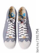 Купить «Туфли на белом фоне», фото № 310754, снято 29 мая 2007 г. (c) Илья Лиманов / Фотобанк Лори