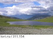 Купить «Полярный Урал. Озеро на перевале», фото № 311154, снято 3 августа 2007 г. (c) Роман Коротаев / Фотобанк Лори