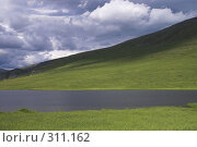 Купить «Полярный Урал. Озеро на перевале», фото № 311162, снято 3 августа 2007 г. (c) Роман Коротаев / Фотобанк Лори