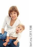 Купить «Мама с ребенком», фото № 311198, снято 11 января 2008 г. (c) Гладских Татьяна / Фотобанк Лори