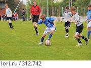 Купить «Футболисты и судья на поле», фото № 312742, снято 3 июня 2008 г. (c) Федор Королевский / Фотобанк Лори