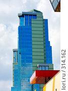 Купить «Современное офисное здание», фото № 314162, снято 18 мая 2008 г. (c) Михаил Лукьянов / Фотобанк Лори