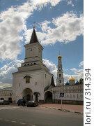 Купить «Николо-Угрешский монастырь - ворота», фото № 314394, снято 24 апреля 2018 г. (c) Олег Титов / Фотобанк Лори