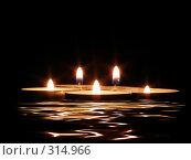 Свечи и их отражение. Стоковое фото, фотограф Роман Сигаев / Фотобанк Лори