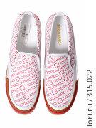 Купить «Туфли на белом фоне», фото № 315022, снято 29 мая 2007 г. (c) Илья Лиманов / Фотобанк Лори