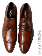 Купить «Туфли на белом фоне», фото № 315242, снято 29 мая 2007 г. (c) Илья Лиманов / Фотобанк Лори