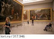 Купить «В зале Лувра. Париж», эксклюзивное фото № 317946, снято 18 августа 2018 г. (c) Free Wind / Фотобанк Лори