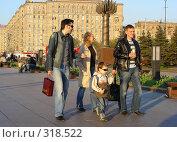 Купить «Люди  отдыхают в парке Победы», эксклюзивное фото № 318522, снято 27 апреля 2008 г. (c) lana1501 / Фотобанк Лори