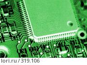 Купить «Компьютерный чип на печатной плате. Электроника.», фото № 319106, снято 18 декабря 2007 г. (c) Александр Паррус / Фотобанк Лори