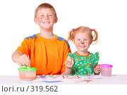 Купить «Дети рисуют красками», фото № 319562, снято 30 мая 2008 г. (c) Майя Крученкова / Фотобанк Лори
