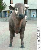 Купить «Фигура коровы.  Караганда», фото № 320814, снято 22 сентября 2018 г. (c) Вера Тропынина / Фотобанк Лори