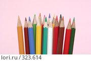 Купить «Много цветных карандашей на розовом фоне», фото № 323614, снято 30 мая 2008 г. (c) Останина Екатерина / Фотобанк Лори