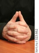 Купить «Руки на рабочем столе в офисе», фото № 323662, снято 29 марта 2008 г. (c) Останина Екатерина / Фотобанк Лори