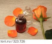 Купить «Две бутылки с маслом и оранжевая роза», фото № 323726, снято 28 января 2008 г. (c) Останина Екатерина / Фотобанк Лори