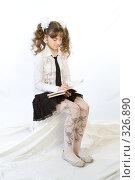 Купить «Школьница пишет в тетради», фото № 326890, снято 23 марта 2008 г. (c) Евгений Батраков / Фотобанк Лори