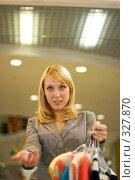 Купить «Трудный выбор кофточки», фото № 327870, снято 18 июня 2008 г. (c) BestPhotoStudio / Фотобанк Лори
