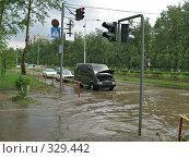 Пешеходный переход в г. Краснокаменске, залитый ливневыми стоками, фото № 329442, снято 21 июня 2008 г. (c) Геннадий Соловьев / Фотобанк Лори