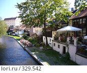 Купить «Туристы отдыхают в Крумлове», фото № 329542, снято 24 августа 2006 г. (c) Александр Пашкин / Фотобанк Лори