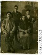 Купить «Татарская семья 1936г. из семейного альбома», фото № 332662, снято 21 мая 2018 г. (c) Владислав Семенов / Фотобанк Лори