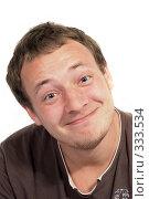 Купить «Улыбающийся мужчина на белом фоне», фото № 333534, снято 1 мая 2008 г. (c) Сергей Сухоруков / Фотобанк Лори