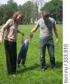 Купить «А зачем мне качели покупать - у меня папа с мамой есть!», фото № 333910, снято 15 июня 2008 г. (c) ИВА Афонская / Фотобанк Лори
