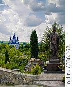 Памятник Папе Римскому. Вид на церковь Святого Георгия. Каменец-Подольский. Украина, фото № 336162, снято 9 июня 2008 г. (c) Liseykina / Фотобанк Лори