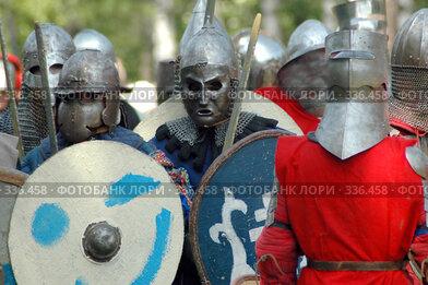 Купить «Подготовка к бою», фото № 336458, снято 18 мая 2008 г. (c) Юрий Шпинат / Фотобанк Лори
