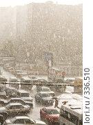 Купить «Ливень в городе (Москва)», фото № 336510, снято 20 ноября 2018 г. (c) Алексей Волков / Фотобанк Лори