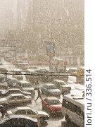 Купить «Ливень в городе (Москва)», фото № 336514, снято 20 ноября 2018 г. (c) Алексей Волков / Фотобанк Лори