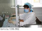 Купить «Процедурная медсестра», фото № 336982, снято 18 апреля 2007 г. (c) Zemlyanski Alexei / Фотобанк Лори