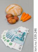 Купить «Деньги на продукты», фото № 339246, снято 28 июня 2008 г. (c) Валерия Потапова / Фотобанк Лори