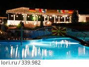 Купить «Освещенный бассейн», фото № 339982, снято 16 июня 2006 г. (c) Максим Горпенюк / Фотобанк Лори
