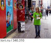 Купить «Мыльные пузыри», фото № 340310, снято 15 августа 2018 г. (c) Наталья Ткаченко / Фотобанк Лори