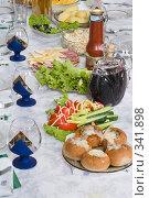 Купить «Сервировка стола. Пища и напитки. Table layout. Food and drinks.», фото № 341898, снято 19 июня 2008 г. (c) Федор Королевский / Фотобанк Лори