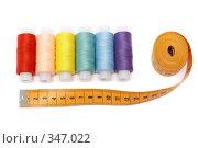 Купить «Разноцветные нитки с сантиметром на белом фоне», фото № 347022, снято 7 июля 2008 г. (c) Татьяна Колесникова / Фотобанк Лори