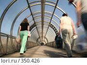 Купить «Стеклянный тоннель», фото № 350426, снято 25 мая 2019 г. (c) Losevsky Pavel / Фотобанк Лори
