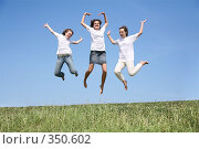 Купить «Подружки в белых футболках в прыжке», фото № 350602, снято 17 июля 2018 г. (c) Losevsky Pavel / Фотобанк Лори