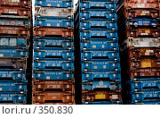 Купить «Ряды контейнеров», фото № 350830, снято 24 июня 2008 г. (c) Екатерина Соловьева / Фотобанк Лори