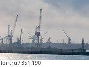 Купить «Утренний туман в порту города Новороссийска», фото № 351190, снято 3 июля 2008 г. (c) Федор Королевский / Фотобанк Лори